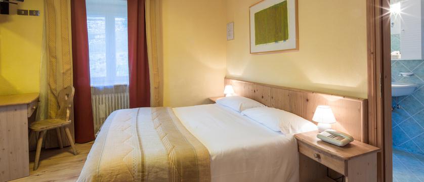 italy_dolomites-ski-area_arabba_hotel-bellavista_bedroom.jpg